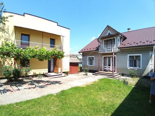 Продаються 2 будинки на одному подвір'ї