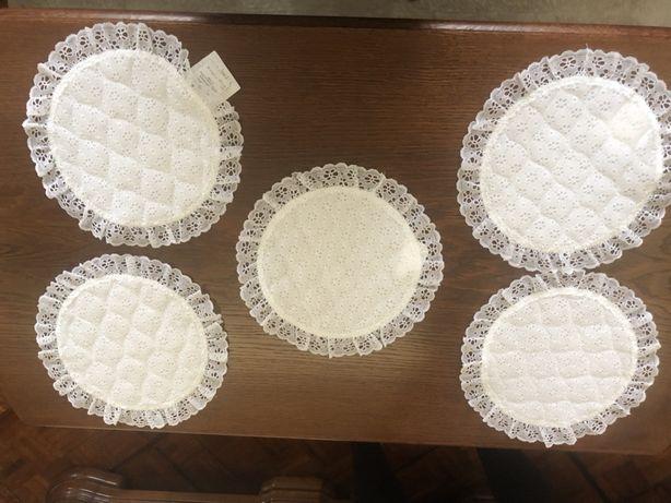Komplet serwetek koronkowych okrągłych 5 szt