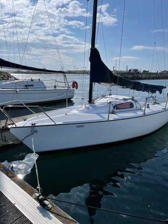 Barco de regata á Vela