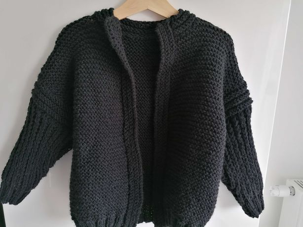 Czarny rozpinany sweter ręcznie robiony dziewczęcy