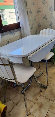 Mesa dobrável com gavetas e 2 cadeiras