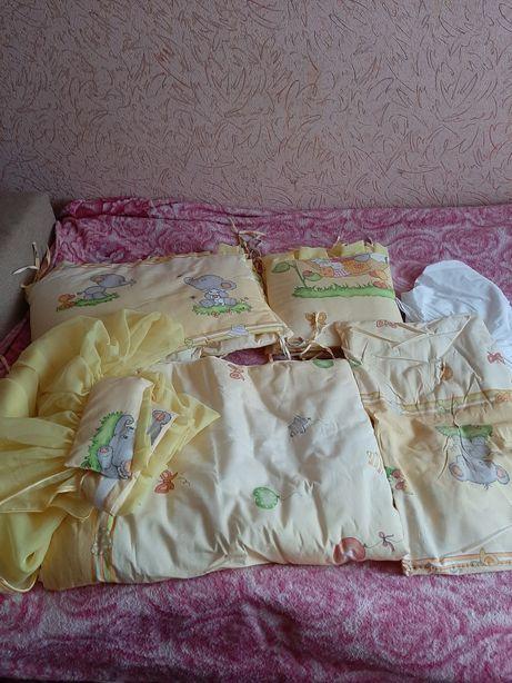 Продам набор постельного белья в детскую кроватку