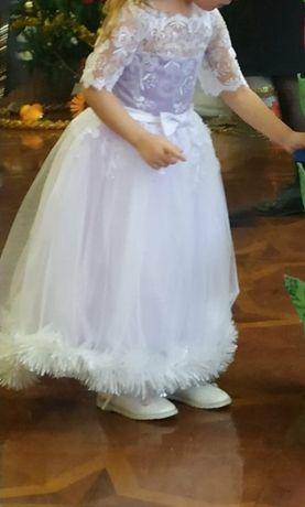 Шикарное платье, пышное с кружевом