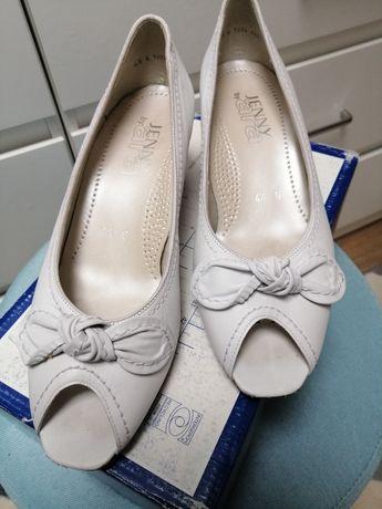 Sprzedam eleganckie buty.