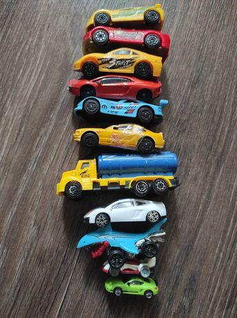 15 машинок игрушечных