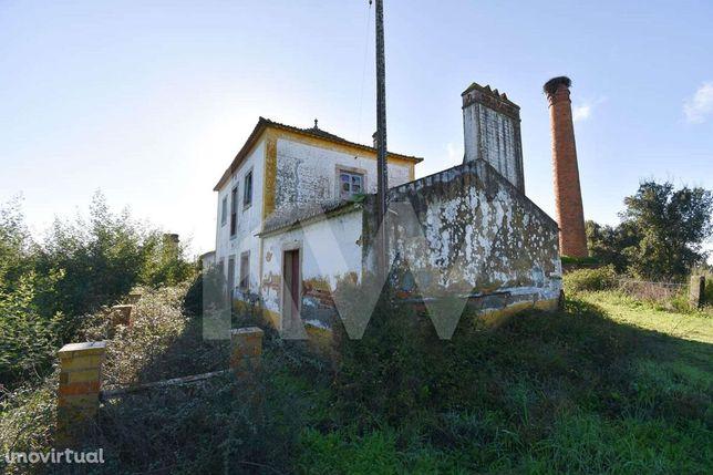 Herdade com habitação, Armazém e Terreno Misto | 45 hectares