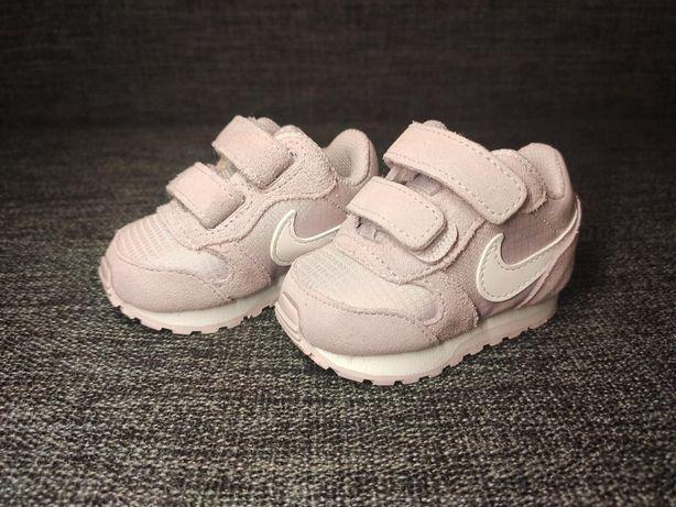 Nowe buciki dziecięce Nike