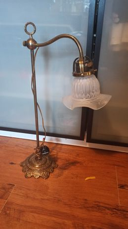 Spora lampka mosiezna na biurko