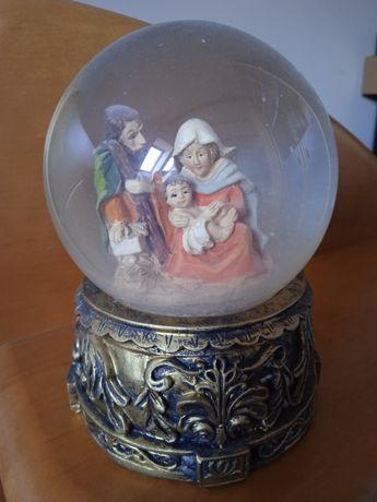 Szklana kula święta rodzina