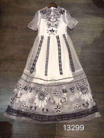 Długa biała sukienka haftowana model Zimmermann M