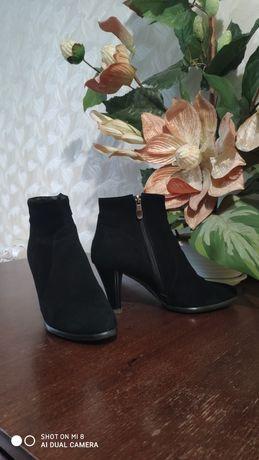 Стильные ботинки ботильены