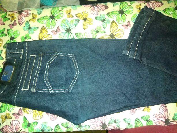 Продам плотные джинсы тёмно синие.