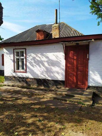 Продам пол дома в г. Смела, Черкасской обл. До центра 10 минут пешком.