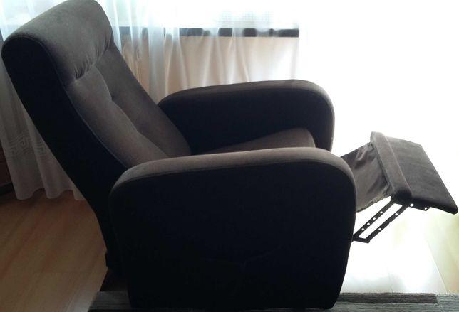 Dwa fotele rozkładane  z podnóżkami cena za 2 szt