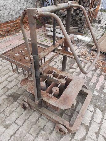 Станок для виготовлення блоків бетономішалки, вібростоли