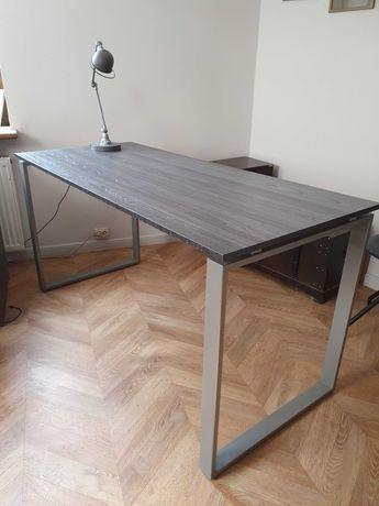 Duże biurko-stół w stylu loft plus szafka na kółkach.