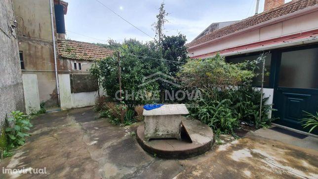 Moradia isolada (para restaurar) c/ terraço - Vila Nova de Gaia
