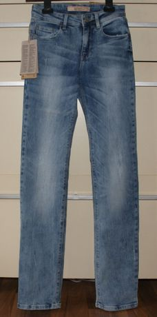 Spodnie nowe damskie BERSHKA 32 (XS), jeansowe przecierane, straight