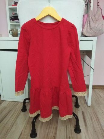 Sukienka czerwona  140 druga gratis