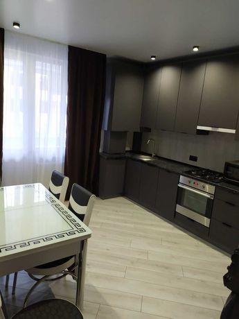 Пропонується в оренду шикарна 1 кімнатна квартира в новому будинку.