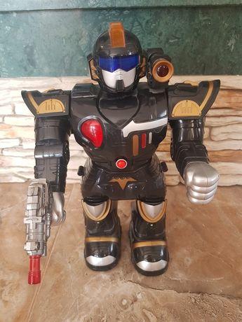 Robot chodzi mówi i strzela stan bdb