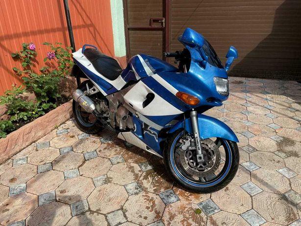 Kawasaki zzr 400 2 состояние отлично.