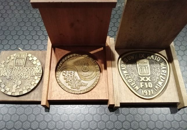 Zestaw medali rajdowych Fiat 125p FSO Polski Fiat
