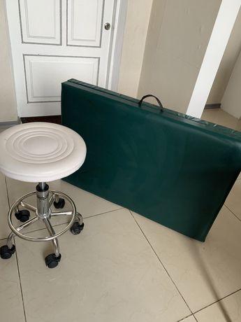 Кушетка ,подушка /подголовник/для ресниц/стульчик