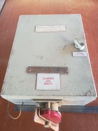 Skrzynka elektryczna 30x40x18 z podzespołami elektrycznymi