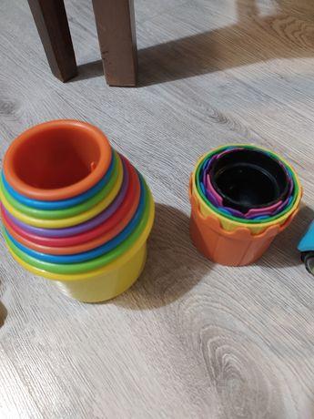 Zabawki drewniane oraz kubeczki