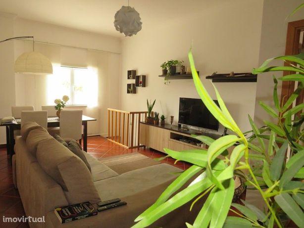Apartamento T3 com excelentes acabamentos e áreas com gar...
