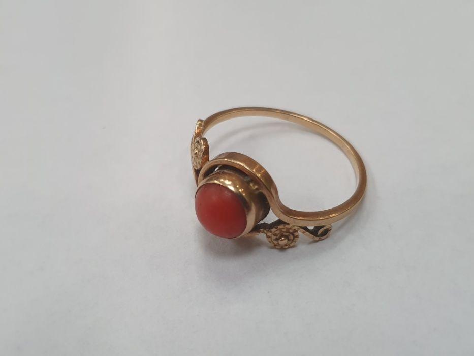 Piękny złoty pierścionek damski/ 585/ Koral/ 2.4 gram/ R18/ Retro Gdynia - image 1