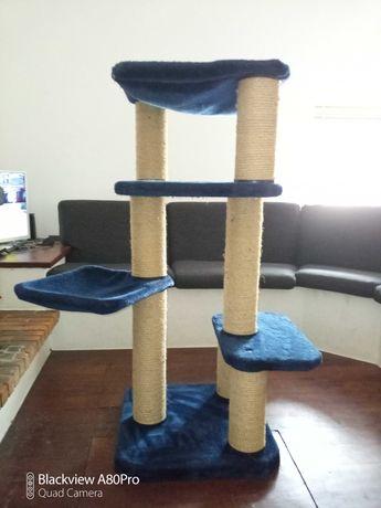 Árvore de gato usado