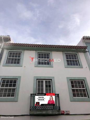 Apartamento T5 na Rua da Palha