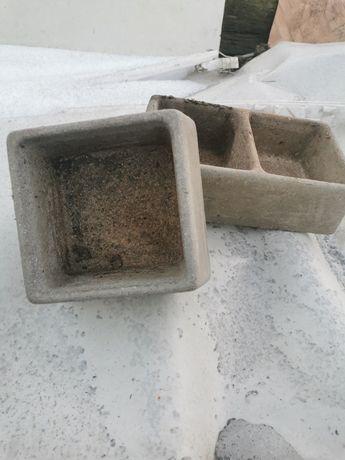 Betonowe karmidła dla królików