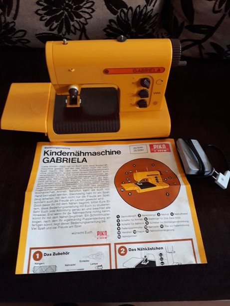 Maszyna do szycia dla dzieci Piko Gabriela z lat 70 tych.