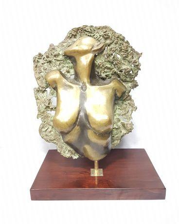 Grande Torso Feminino assinado com elegante base. Escultura em bronze