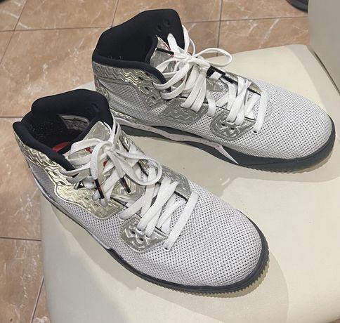 Продам кроссовки Nike Jordan в отличном состоянии, размер 43