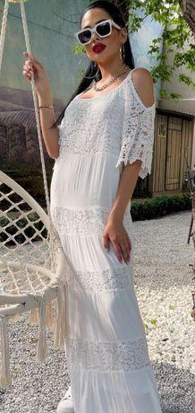 Платье пр-во Турция р 46-50 , роскошное кружево. Смотрится шикарно.