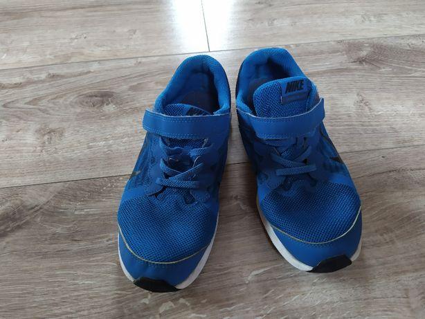 Buty sportowe NIKE chłopięce rozm. 35