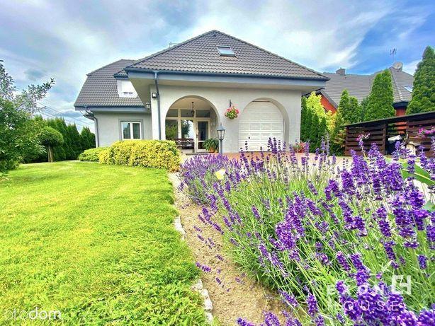 Dom z piękną działką pełną zieleni