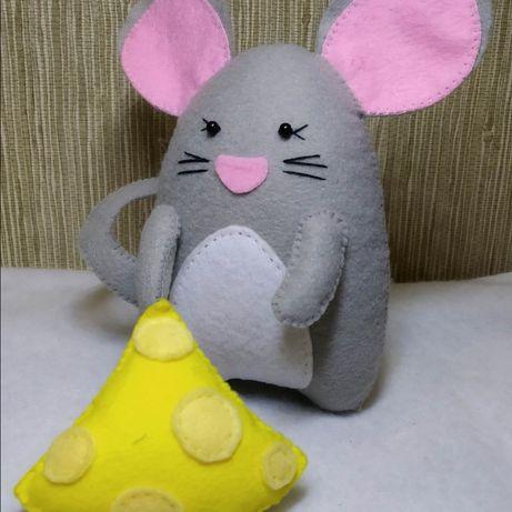 Мышонок с сыром новогодний декор, подарок, ручная работа из фетра