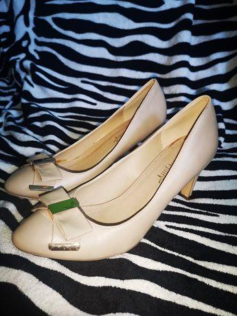 Beżowe buty szpilki r. 39 na wysokim obcasie z CCC
