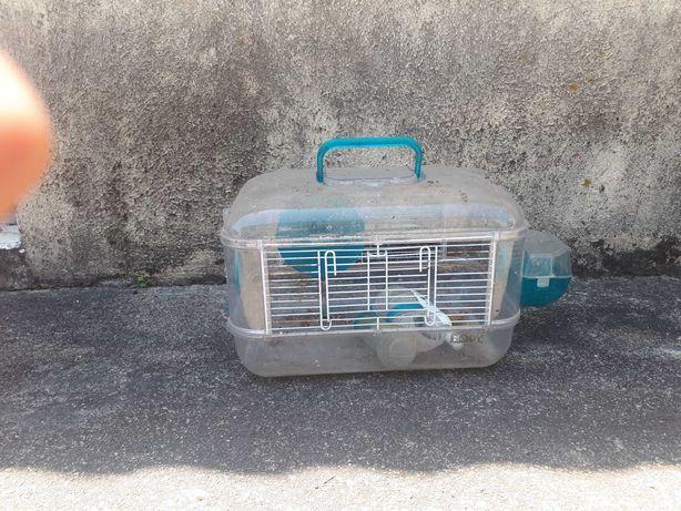 Gaiolas, banheira e transportadora de hamsters