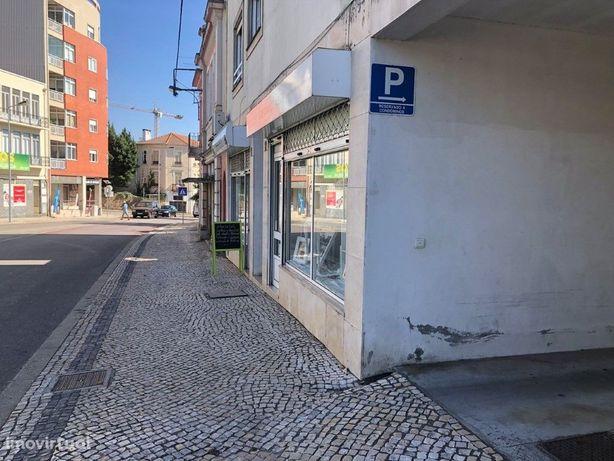 Estabelecimento Comercial/T1 no centro da cidade de Águeda