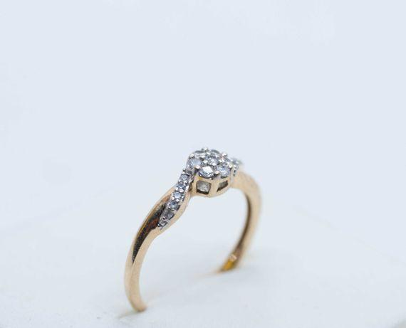 Złoty pierścionek z brylantami Apart