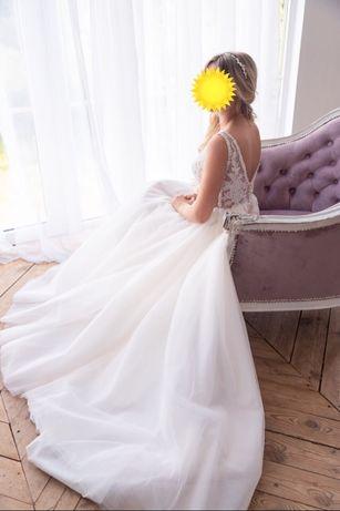 Шикарное свадебное платье с небольшим шлейфом
