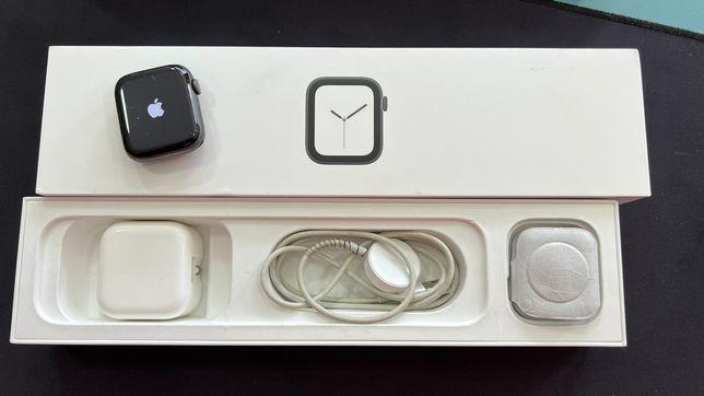 Watch Apple 4 44mm em caixa irrepreensível