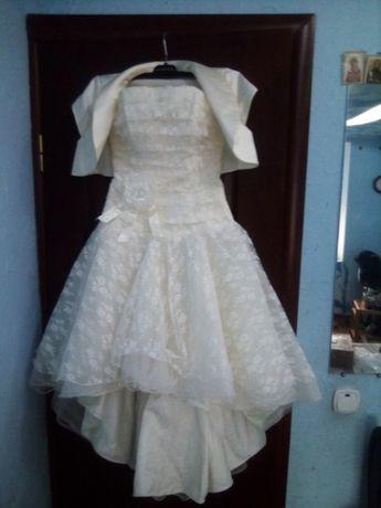 Срочно продам свадебное можно выпускное платье+болеро,цвет шампань
