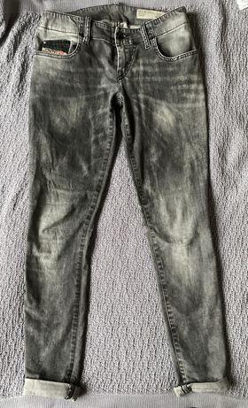 Spodnie jeansowe marki Diesel rozmiar 28